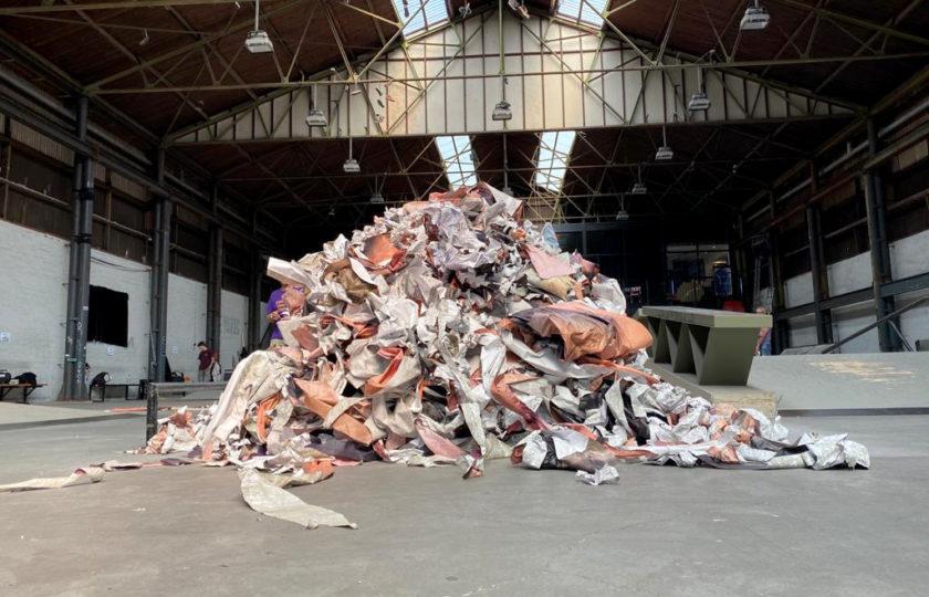 Het afgebroken werk van Erik Kessels in Pier 15, credits: Wim Kennes